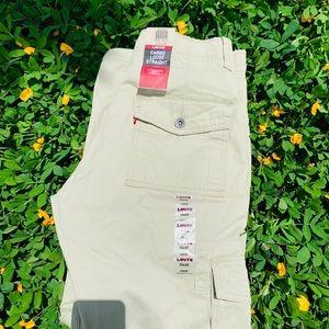 Levi's cargo pants size 28/30